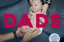 Dads cover, Handen die een baby in de lucht houden