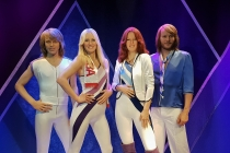 de leden van de Zweedse popgroep ABBA op een rijtje
